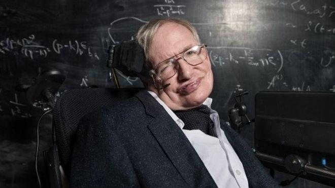 استیون هاکینگ نابغه فیزیک جهان در سن ۷۶ سالگی درگذشت