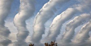تشکیل ابرهایی به شکل کرم در آسمان استرالیا