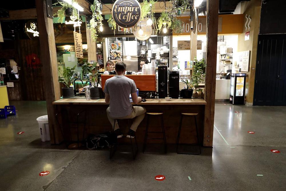 نیوزیلند مغازهها، رستورانها و مراکز خرید را باز کرد