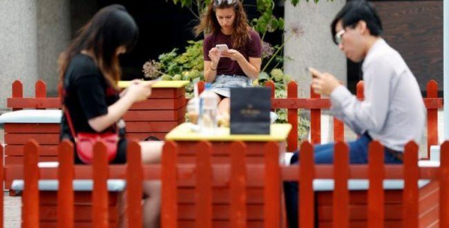 چرا نمیتوانیم تلفن همراه خود را کنار بگذاریم؟