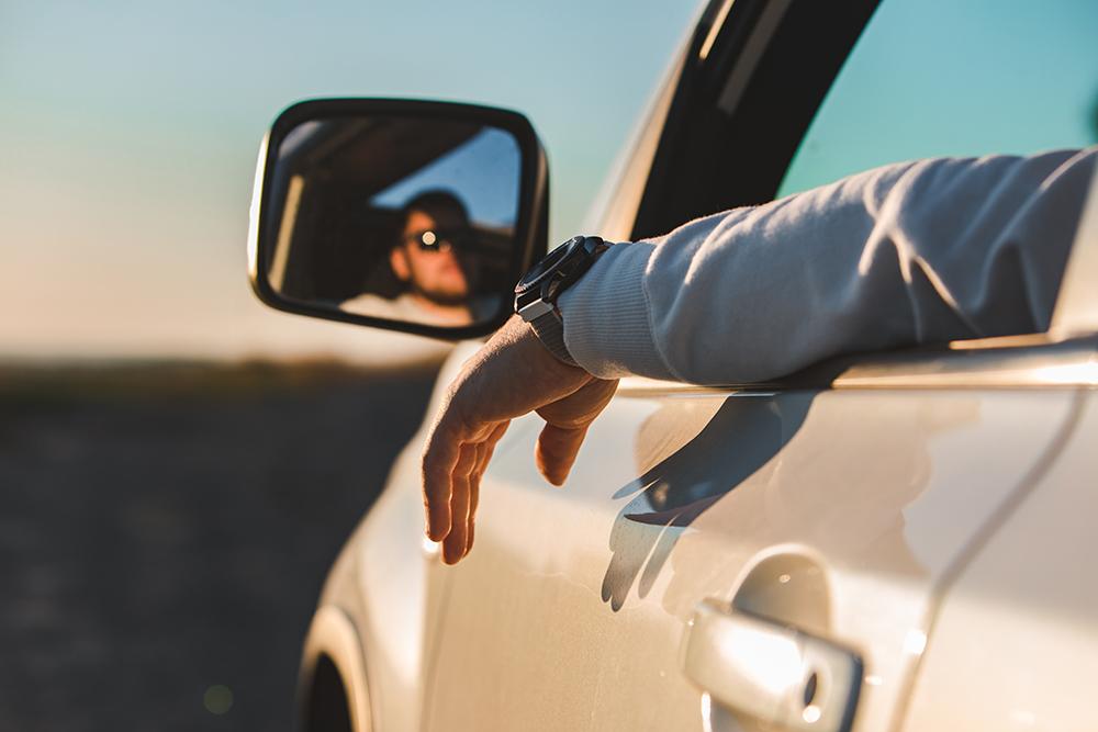 جریمه 349 دلاری برای بیرون گذاشتن دست از پنجره حین رانندگی