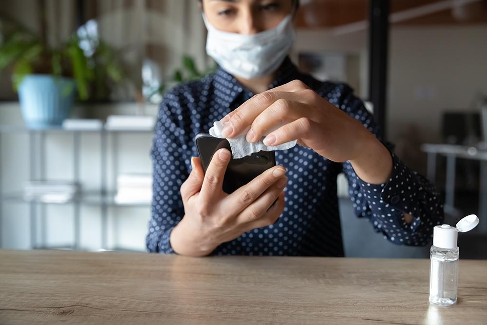 ویروس کرونا تا ۲۸ روز روی بعضی سطوح مانند تلفن همراه ممکن است زنده بماند