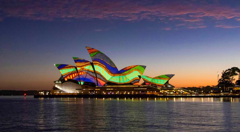 نورافشانی زیبای اپراهاوس سیدنی با هنر بومیان در روز استرالیا