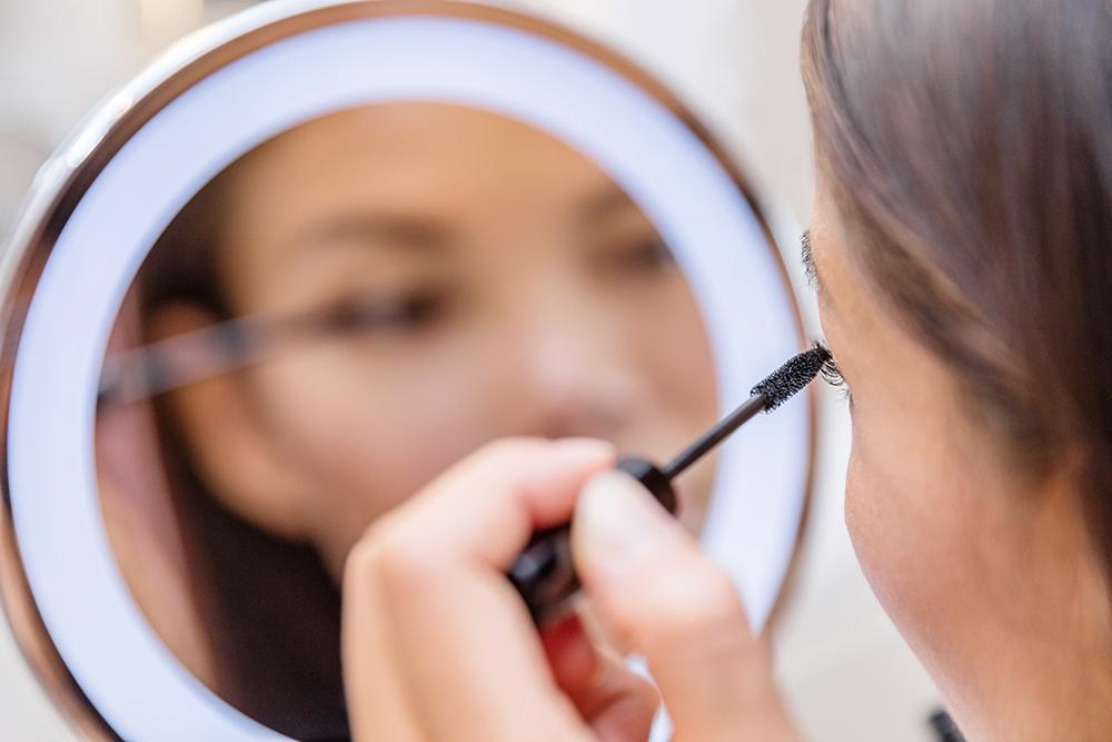 نتایج تحقیق تازه؛ قدرت ذهنی زنانی که آرایش غلیظ تری دارند بیشتر دستکم گرفته میشود