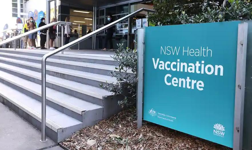 استرالیاییها برای سفر به خارج، شاید به تزریق دوز سوم واکسن نیاز پیدا کنند