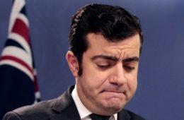 ماجرای استعفای سناتور دستیاری از زبان پدرش، ناصر دستیاری: