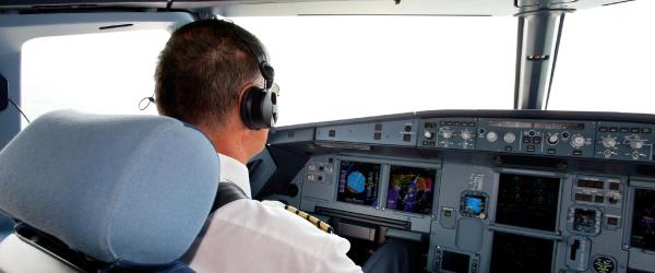 خوابیدن خلبان استرالیایی در طول پرواز