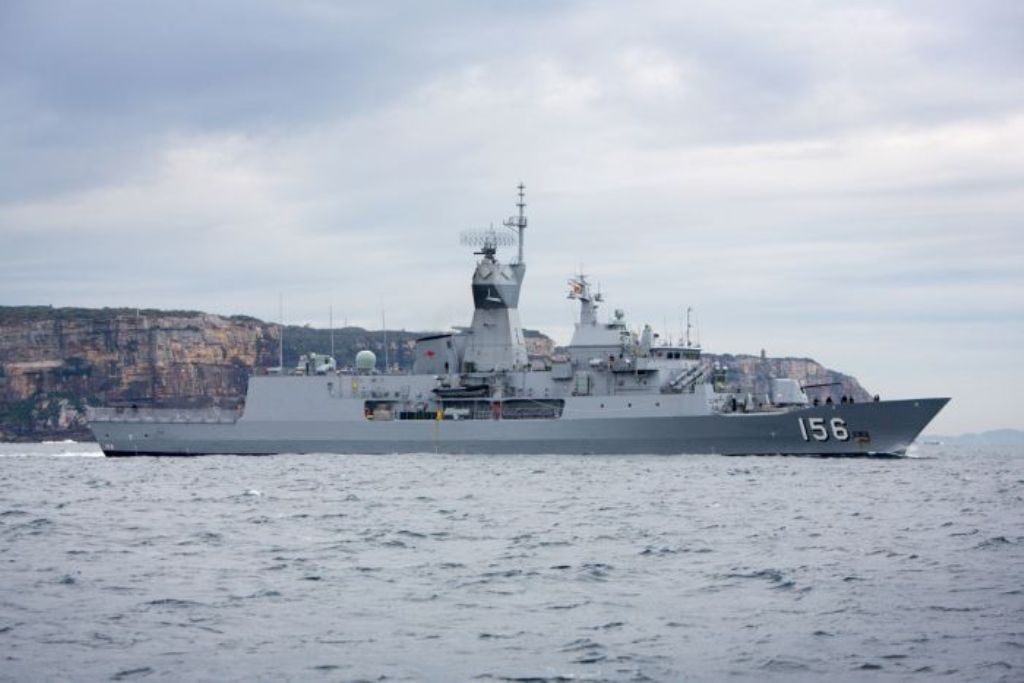 رویارویی ناوهای جنگی استرالیا و چین در آبهای ویتنام
